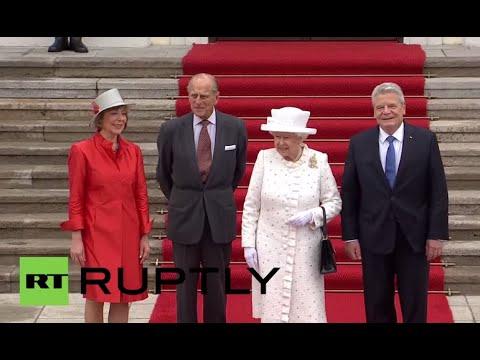 Germany: Gauck welcomes Queen Elizabeth II with full military honours