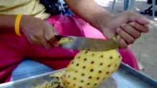 How to peel a pineapple