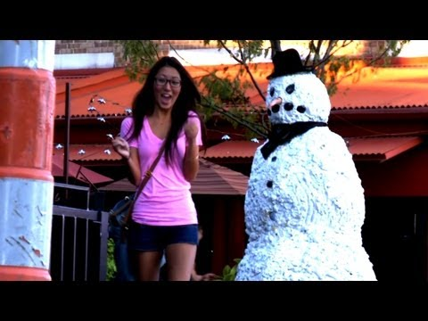 image vid�o Scare Pranks with TheScarySnowMan