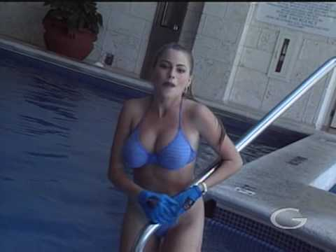 Sofia Vergara Suffered a Nip-slip | Smells Like Chlorine