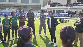 Captain Sarfraz Ahmad giving tips to Women cricket team at Karachi