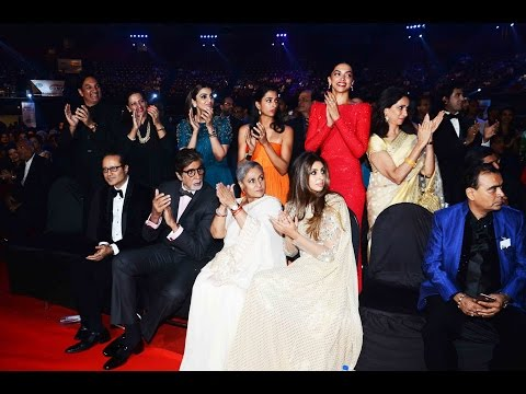Madhuri Dixit And Sonam Kapoor's Stunning Entry at RED CARPET OF FILMFARE AWARDS 2016 Final Footage