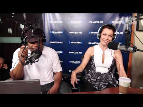 Bellamy Young Talks Columbus Short Leaving, Why She's Single, & Her Character