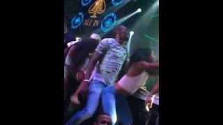 Usain Bolt dirty dancing with sexy girl