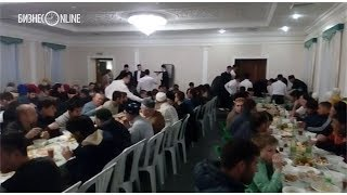 Рустам Минниханов провел ифтар в мечети Аль-Марджани