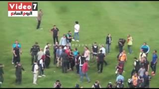 شاهد مشادة بين سيد عبد الحفيظ ومصور الزمالك تنتهى بتدخل الأمن