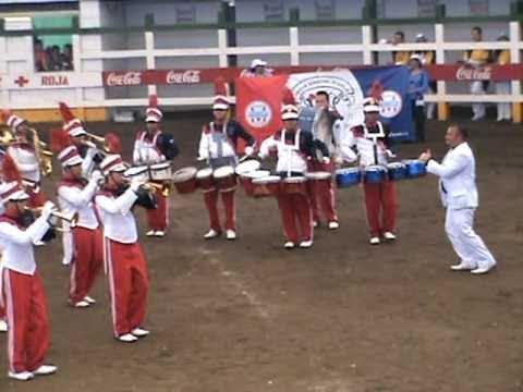 BANDA MARCIAL MODELO EN EL DESFILE DE BANDAS PALMARES 2010