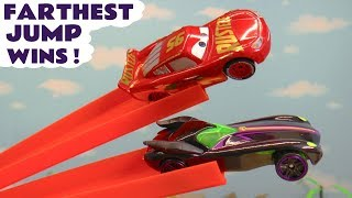 Hot Wheels Race Off Jumps with DC Comics & Marvel Avengers 4 Superheroes Learn English