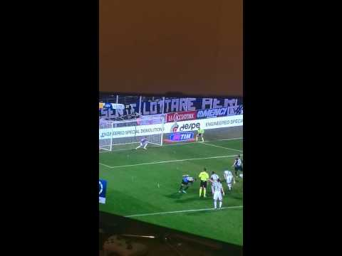 Germán Denis pateó penal al lado que Gianluigi Buffon le señaló y... (VIDEO)