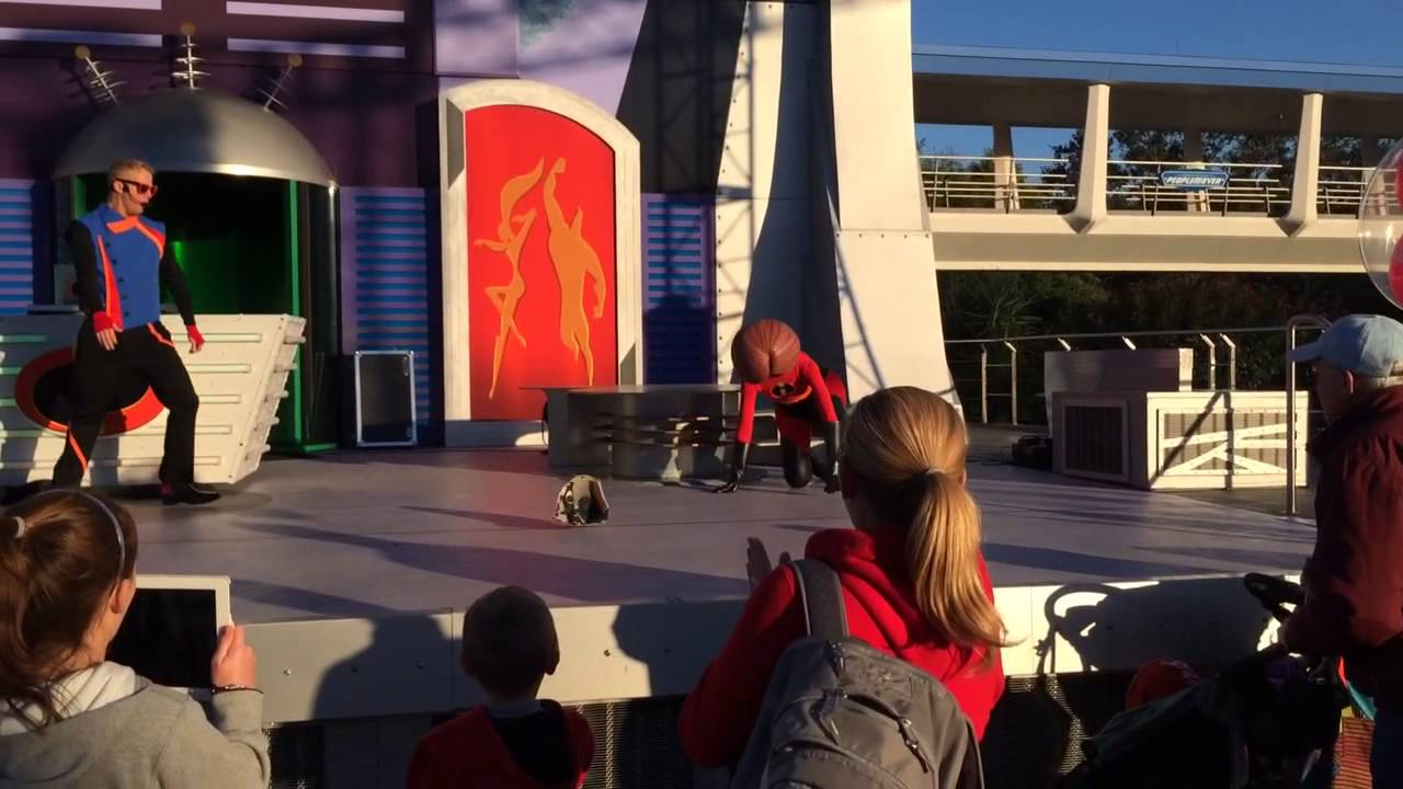 Elastigirl S Face Falls Off Disney Florida 16 1 2014