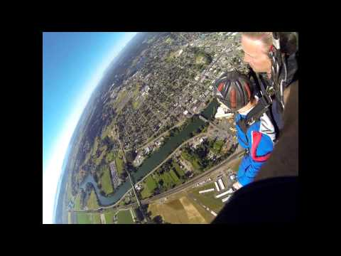 Aaron Kitchell's Tandem skydive!