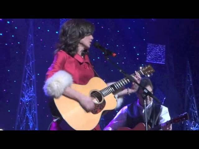 Amy Grant - I need a Silent Night Live Nashville 2011