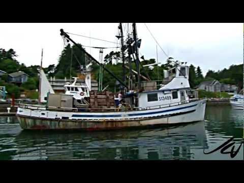 Fishing boat for Newport oregon fishing charters