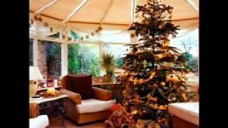 Watch Leann Rimes Rockin Around The Christmas Tree video