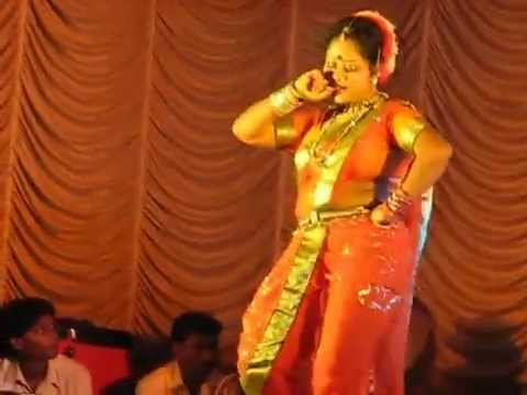 Naughty Live Lavani by middle aged lady during the Dahi Handi...