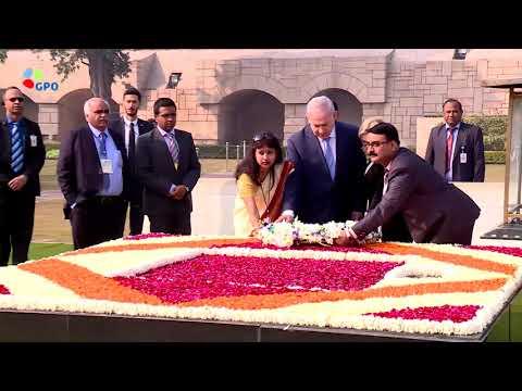 """רה""""מ נתניהו ורעייתו בטקס הנחת זר במקום שריפת גופתו של גנדי"""