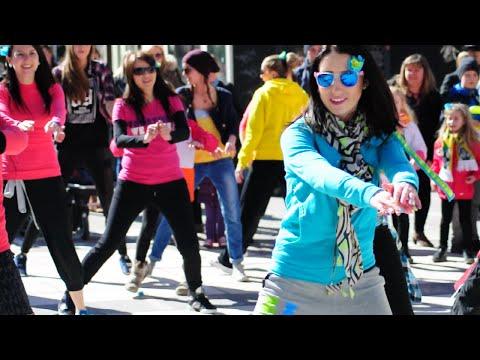 Zumba(r) Flash Mob Podczas Akcji Kolorowe Miasto 2015 W Zielonej Górze