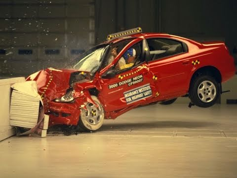 2000 Dodge Neon moderate overlap IIHS crash test