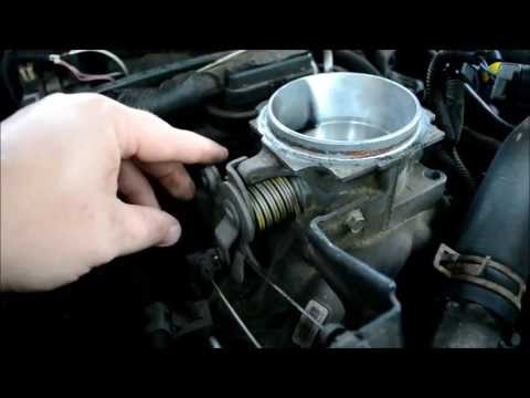 TUTORIAL HOW TO clean Vortec Throttle body 5.7L Chevy Gmc