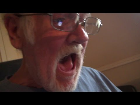 GRANDPA PLAYS AKINATOR..