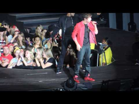 Austin Mahone - What About Love (Live -  Taylor Swift Red Tour)