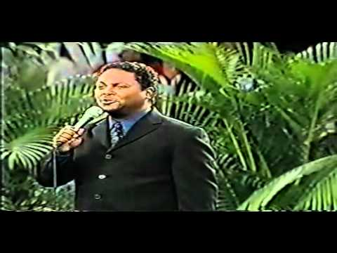 Junior Kelly Marchena - Es por la Cruz - Musica Adventista