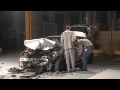 2013 Renault Clio 4 CRASH TEST