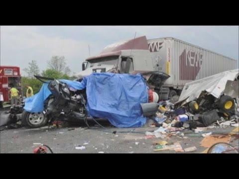 Texting And Driving >> Truck Drivers Texting While Driving Caught on Tape - YouTube