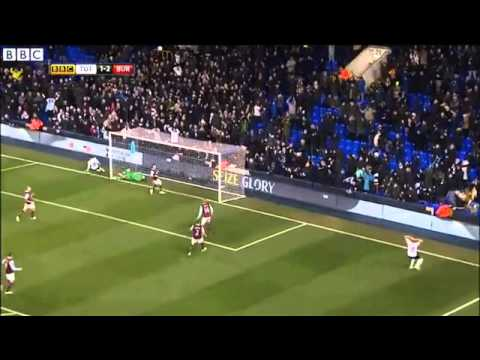 Roberto Soldado pierde un gol imposible frente al Burnley