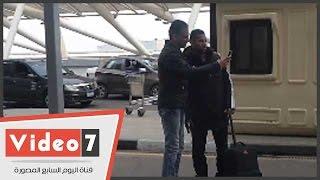 بالفيديو..المواطنون يلتقطون سيلفي مع لاعبي الاهلي في المطار قبل سفرهم للمغرب