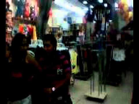 florcita y nestor discutiendo en una tienda de gamarra