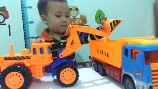Ô TÔ MÁY XÚC KIỂU DÁNG MỚI ! - Dump truck toy at work trucks Excavator work