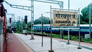 Longest platform in world:Vaishali exp departing Gorakhpur jn