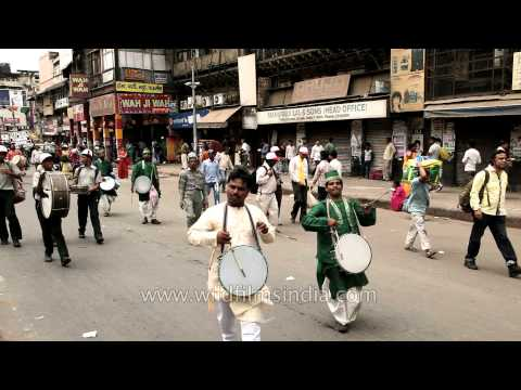 Procession Heading Towards Shri Digambar Jain Lal Mandir- Mahavir Jayanti video
