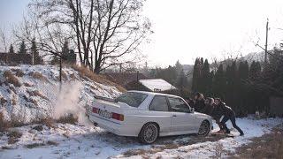 Amikor még nagy volt a hó ❄ volt az úgy, hogy nem akart kijönni az E30🚘😱
