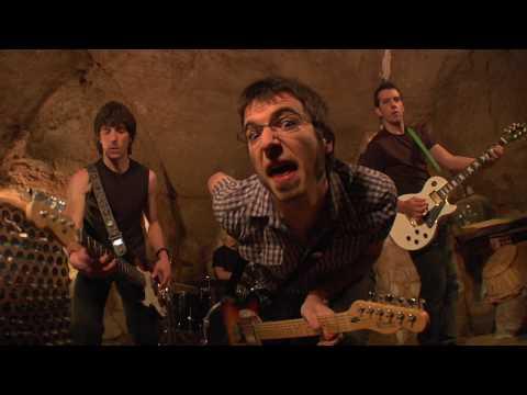 ESTAD�STICA (P U L S O, 2009) es el tema elegido para este videoclip. Grabado en Pamplona y Logroño por CHICO FLACO PRODUCCIONES a manos del realizador Carlo...