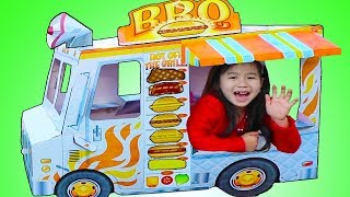 Jannie Pretend Play with GIANT BBQ Food & Ice Cream Truck