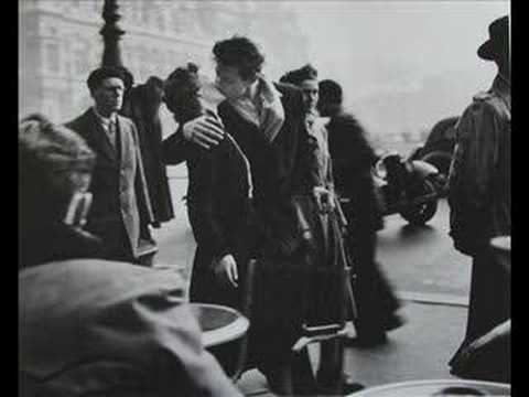 Ella Fitzgerald and Louis Armstrong performing Cheek to Cheek [...]Le baiser de l'hôtel de ville (The Kiss), Robert Doisneau.