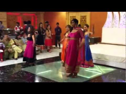 kirti mehndi ki raat mein ladies dance by pretty girls