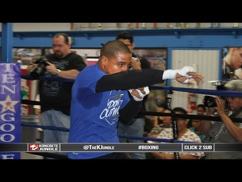 Professor Andre Ward puts on a shadow boxing class, 7 minutes in LA | True HD Image 1