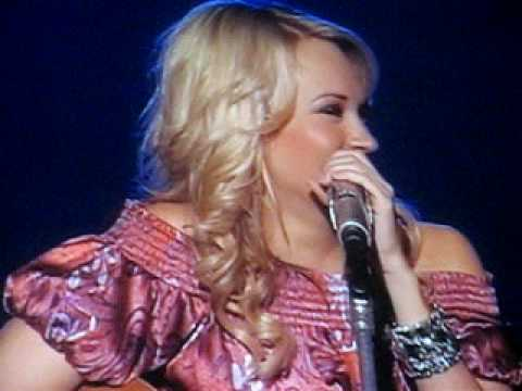 Carrie Underwood is hilarious :]