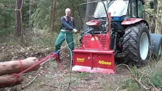 Steyr 370 Kompakt mit Uniforest Seilwinde beim Holz rücken, winching firewood with a forestry winch