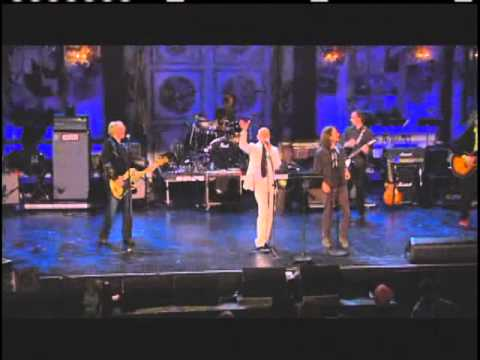 "R.E.M. performs ""Man On The Moon"" with Eddie Vedder at 2007 Inductions"