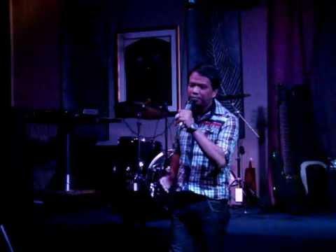 Music video Ikaw ang Pangarap by Leo Manalac - Music Video Muzikoo