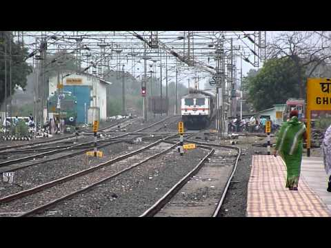 Sbc-nzm Rajdhani Express Rips Through Ghoradongri With A Honking Wap-7!! video