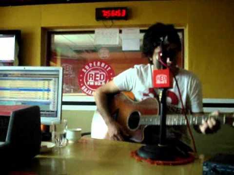 Nikhil DSouza  Red FM Studios with RJ Rohini.wmv