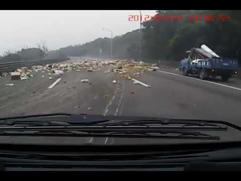 Взрыв колеса на трассе