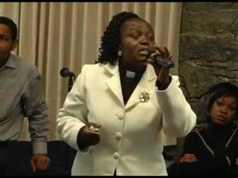 pasteur deborah luzolo une femme forte pour une temps fort 10 youtube. Black Bedroom Furniture Sets. Home Design Ideas