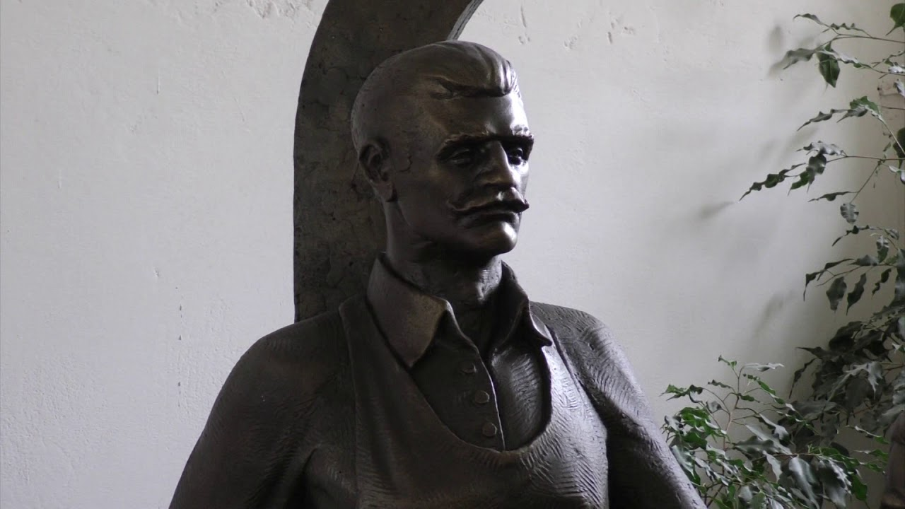 Скульптуру дзвоноливарів Фельчинських встановили у Калуській ЗОШ №3