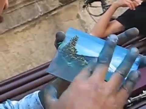 Художник рисует картинки на стекле за 30 сек